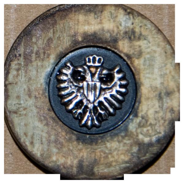 Knopf Wappen Adler, Hornimitat, altsilber, 28 mm